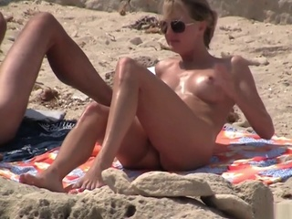 Nudist beach 4 amateur beach hidden cam video