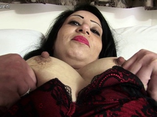 Sexy Arab British MAMA getting in nature's garb and nasty british straight  video